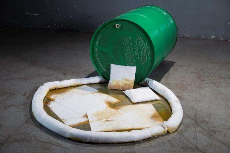Produto para conter vazamento de óleo